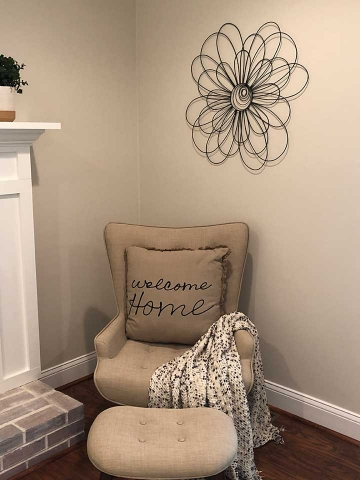 Unique Home Staging gallery – welcome chair